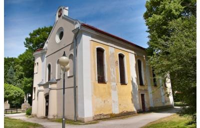 """Ušijme """"Nový kabát synagoze"""", vzkazují z Nového Bydžova"""