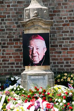 Pohřeb arcibiskupa Otčenáška