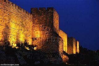 Ilustrační foto: Stará městská zeď v Jeruzalémě v noci