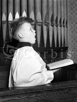 Ilustrační foto: zpívající ministrant